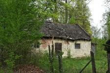 Wilcza Wola - dwór, budynek gospodarczy
